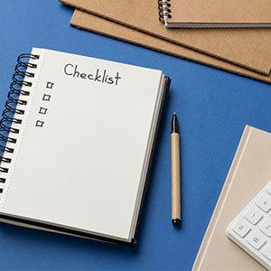 @freepik - Checkliste auf Schreibtisch
